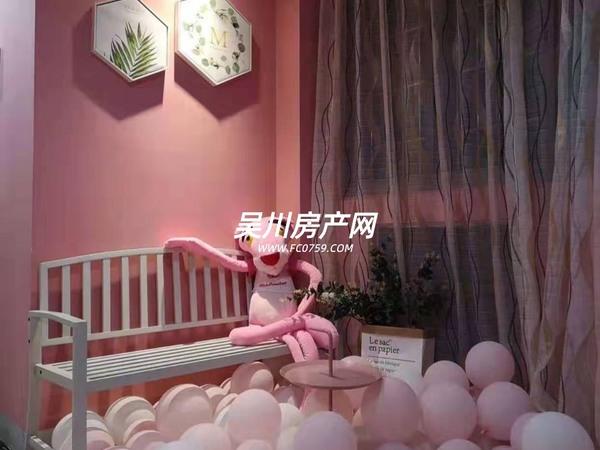 出租汇景蓝湾精美3房,配有舒适大床,家私家电齐全。