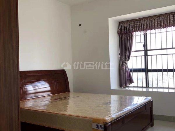 出租吴川第一城江景3房,家私家电齐全。