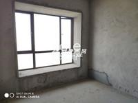 正规三居室,南北通透,客厅通阳台、采光充足、无遮挡。