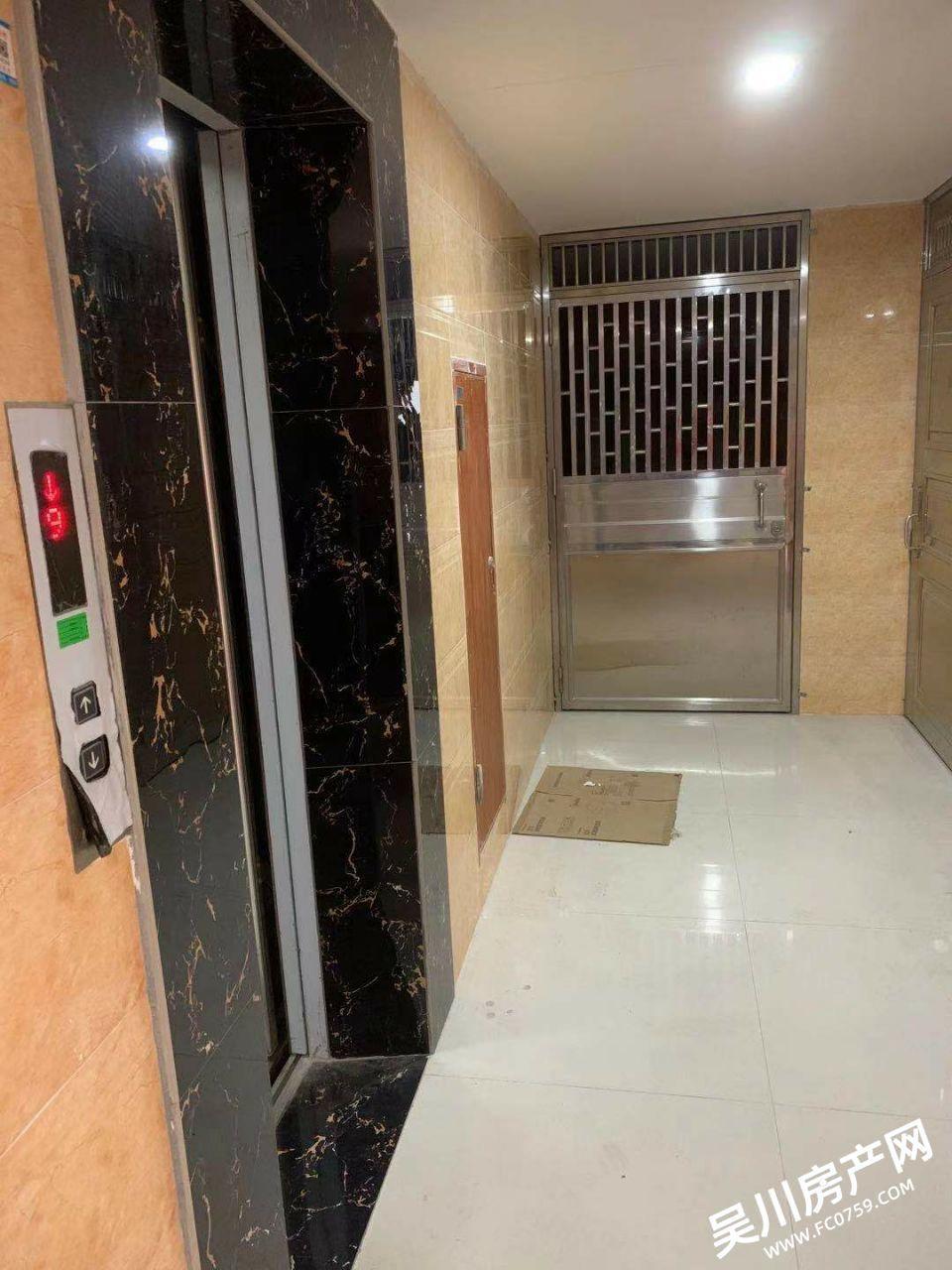 出租吴川市第一中学商住楼2室!包家私家电齐全!电梯房!免费停车!看房方便!小压力